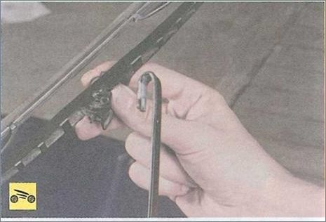 Замена стеклоочистителя на Рено Логан 2
